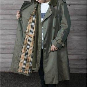 Vtg Mens Burberry's Olive Trench Coat sz 44Long